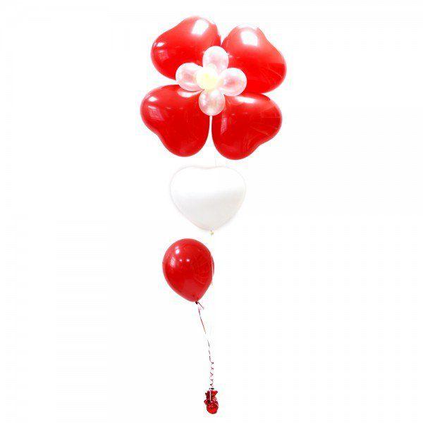 Большой цветок из сердец с гелием