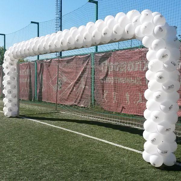 гирлянда из шаров на футбольные ворота