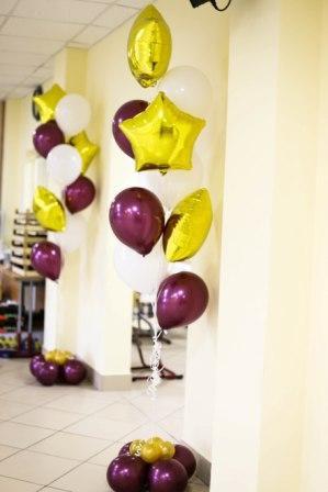 Оформление воздушными шарами выпускного в школе. Компания onballoon.ru