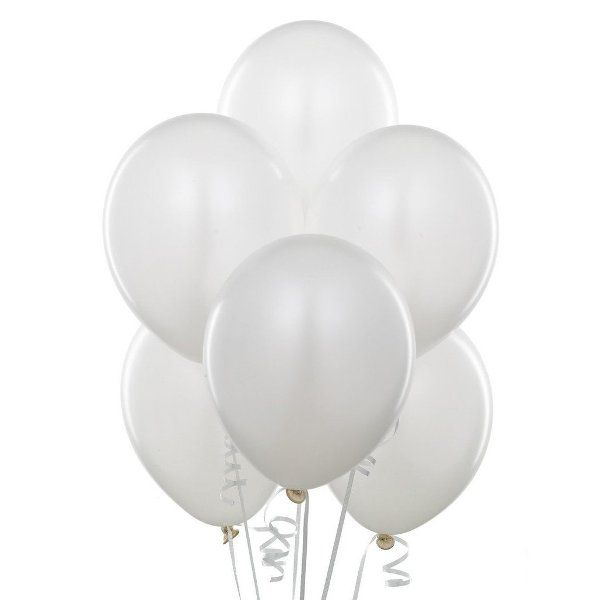 Облако из белых шаров с гелием