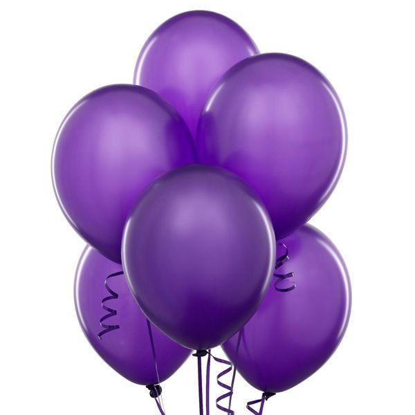 Облако из фиолетовых шаров с гелием