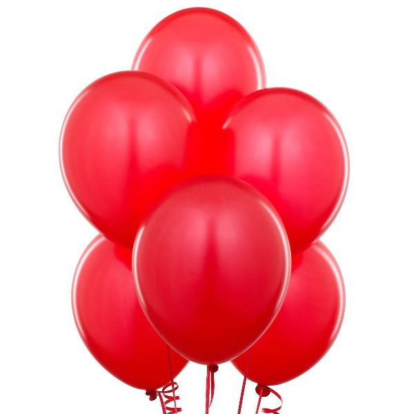 Облако из красных шаров с гелием