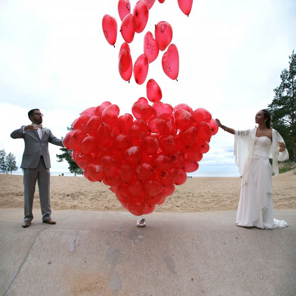 Запуск шаров на свадьбу www.onballoon.ru