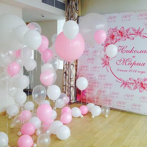 Фото-зона из шаров на свадьбу бело-розовая