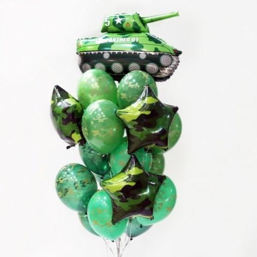 Фонтан из шаров милитари и танком на 23 февраля