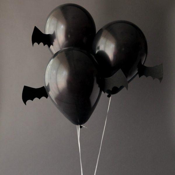 Черные шарики на Хеллоуин в виде летучей мыши